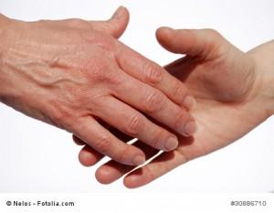 Handschlag kurz vor der Berührung